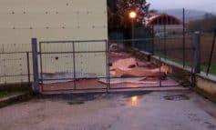 Crolla l'intonaco alla scuola media Bonfigli, pericoli zero
