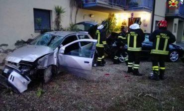 35enne di Corciano va a sbattere contro una casa: ferito con trauma cranico