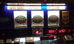 Tre rapinatori fanno jackpot in una sala slot: bottino da 20mila euro