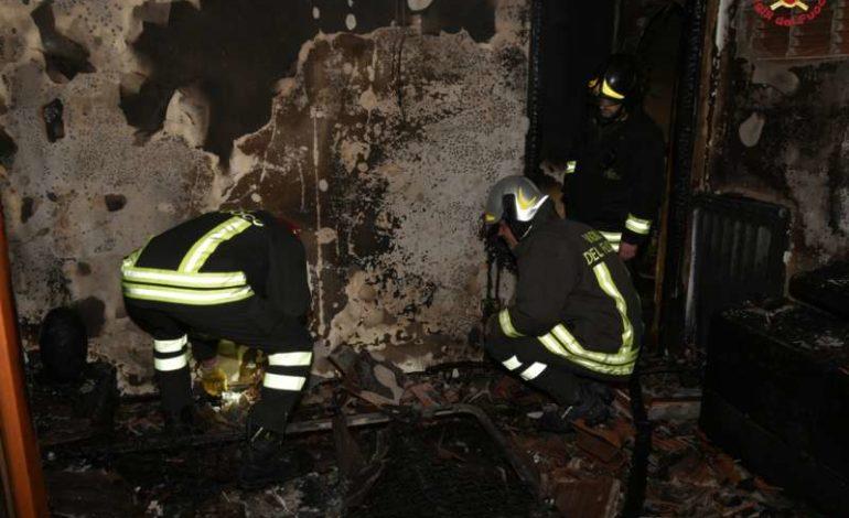 fiamme incendio vigili del fuoco cronaca ellera-chiugiana