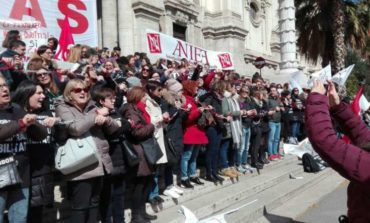 """Gli insegnanti """"magistrali"""" assediano il Ministero per salvare il posto di lavoro"""