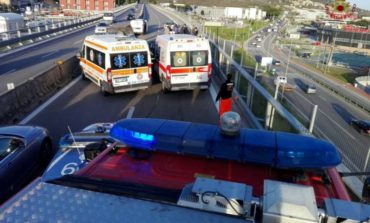 Auto contro furgone sul raccordo: un ferito