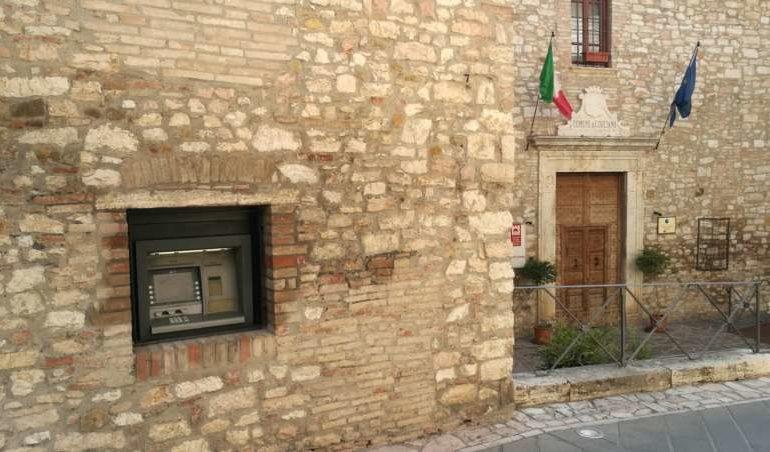 Ecco il bancomat della BCC Umbria nel borgo di Corciano, presto l'inaugurazione
