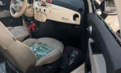 Dentro l'auto non c'è niente ma spaccano il vetro: furto o atto vandalico?