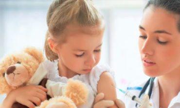 Vaccini: il governo punta sull'autocertificazione ma i medici bocciano l'idea