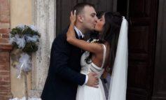 """Lorenzo e Clelia hanno detto """"sì"""": i novelli sposi pronti a volare negli Stati Uniti"""