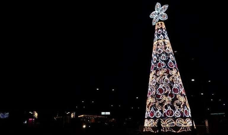 albero di natale babbo natale natale quasar village shopping eventiecultura