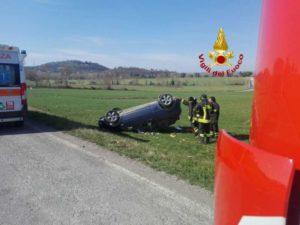 auto ribaltata incidente vigili del fuoco cronaca san-mariano