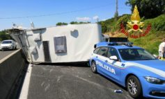 Tir travolge camper e auto della polizia sul raccordo, cinque feriti all'ospedale di Perugia