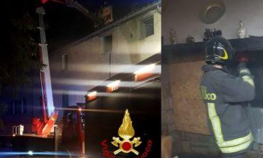 Incendio alla canna fumaria, i Vigili del fuoco intervengono con mezzi speciali