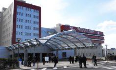 """Partorisce all'esterno dell'ospedale, i Verdi: """"La barriera automatica era chiusa"""""""
