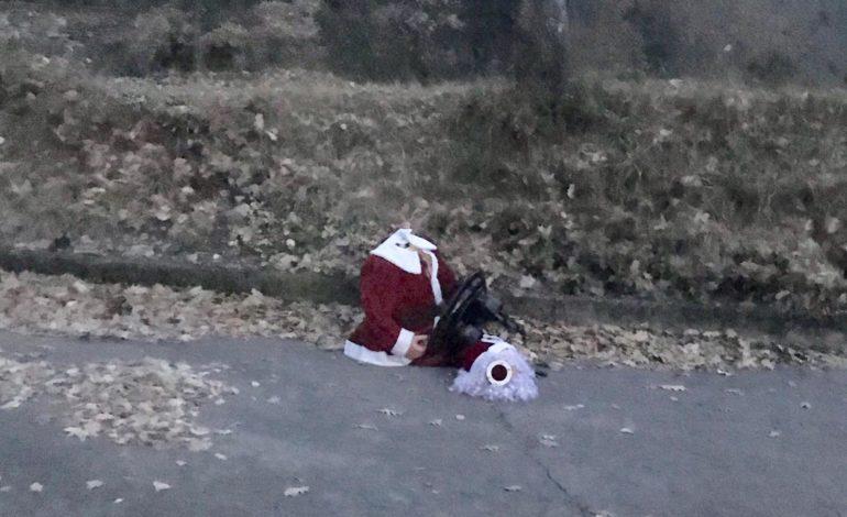 Strano scherzo in Strada Fontana? Compare un Babbo Natale al volante