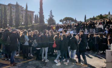 """Liceo Alessi, è scontro studenti-preside. Il PD: """"Intervenga l'ufficio scolastico regionale"""""""