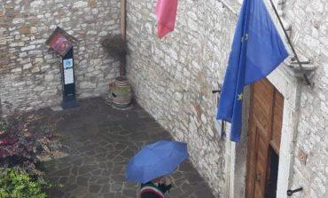 Un minuto di silenzio per le vittime del coronavirus, bandiere a mezz'asta in tutta Italia