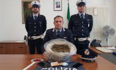 Spaccia nonostante l'emergenza Covid-19, arrestato con due chili di droga