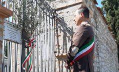 Sindaco e giunta comunale portano piante di ulivo ai cimiteri di Corciano