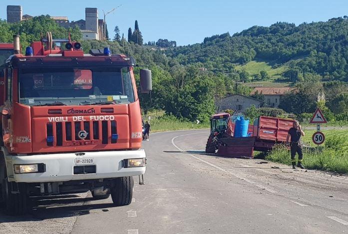 Scontro fra camion e trattore: un ferito in codice rosso