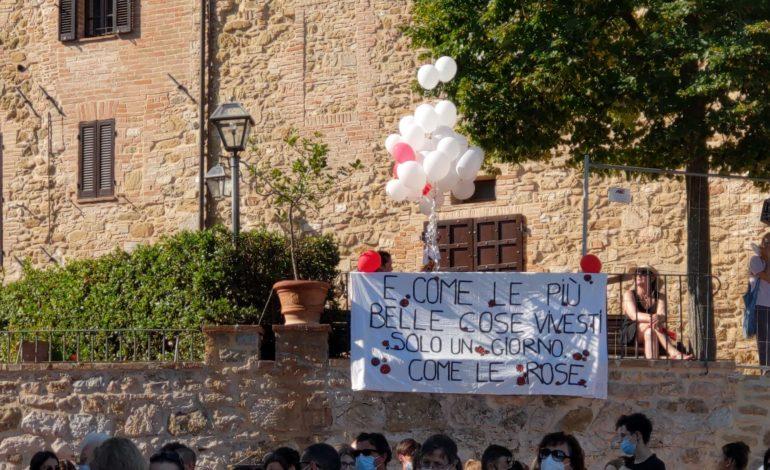 """Ultimo saluto a Carlotta Martellini a Solomeo: """"Era sempre al servizio degli altri e della comunità"""""""