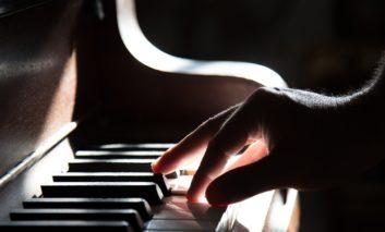 """Borse di studio per giovani musicisti con il Premio """"Roscini-Padalino e Fondazione Cucinelli"""""""