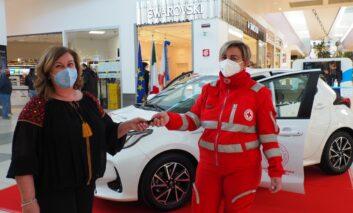 Vaccinazione covid-19, da Quasar e Croce Rossa un'auto per gli anziani