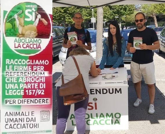 """""""Aboliamo la caccia"""", anche a Corciano si firma per il referendum"""